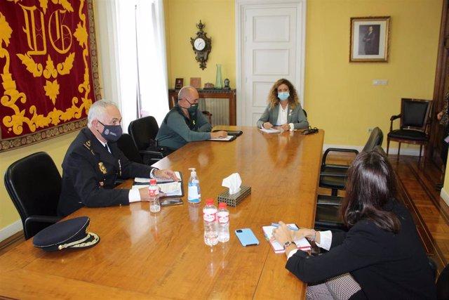 Reunión de la delegada del Gobierno y FCSE