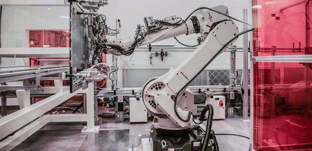 Robot en una fábrica. Industria 4.0