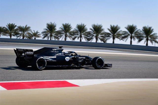 Fernando Alonso rodando con Renault en Baréin
