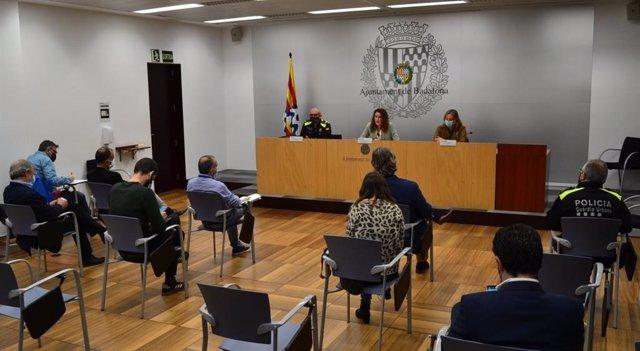 """El Ayuntamiento de Badalona (Barcelona) atribuye el brote de la Guardia Urbana al """"mal uso de la mascarilla"""""""