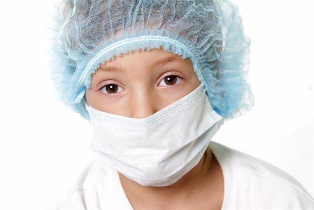 Niño con cáncer. Niño enfermo