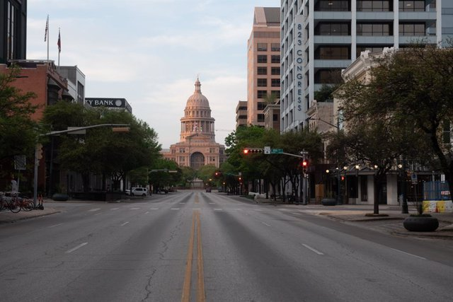 19 March 2020, US, Austin: A typically heavy traffic area of Congress Avenue is seen empty due to Coronavirus pandemic and restrictions in downtown Austin. Photo: Sandy Carson/ZUMA Wire/dpa
