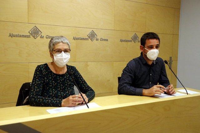 El portaveu de Guanyem Girona, Lluc Salellas, i la regidora de la formació Dolors Serra, durant la roda de premsa d'aquest 5 de novembre del 2020 (Horitzontal)