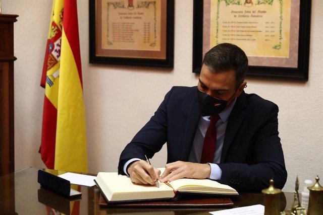 El presidente del Gobierno, Pedro Sánchez, visita la Unidad militar de Vigilancia Epidemiológica, en el Cuartel General del Mando de Artillería Antiaérea, en Madrid (España), a 4 de noviembre de 2020.