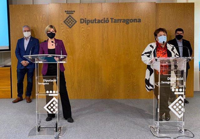 Pla general de Noemí Llauradó, presidenta de la Diputació; María José Figueras, rectora de la Universitat; Pere Granados, diputat, i Francisco Medina, vicerector en la presentació de l'acord marc. Imatge del 5 de novembre del 2020 (horitzontal)