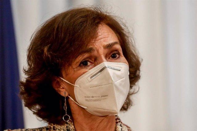 La vicepresidenta primera del Gobierno, Carmen Calvo, participa en un acto de entrega de declaraciones de reparación y reconocimiento personal a doce víctimas de la represión franquista, en Madrid (España), a 28 de octubre de 2020. Con estas distinciones,