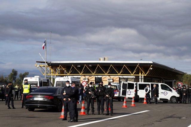 El desplegament policial al Pertús aquest 5 de novembre del 2020. (Horitzontal)
