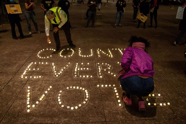 04 November 2020, US, Dallas: Texas voters gather at Dallas City Hall and place candles on an outline that reads 'Count Every Vote' during a rally one day after election Day. Photo: Chris Rusanowsky/ZUMA Wire/dpa