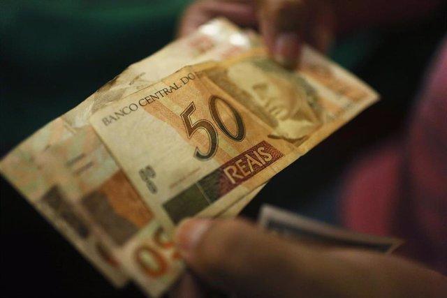 Un billete de 50 reales brasileños