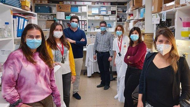Equipo del Idibell que ha descubierto que la presencia de un gen prevé si la quimioterapia puede dar mal resultado