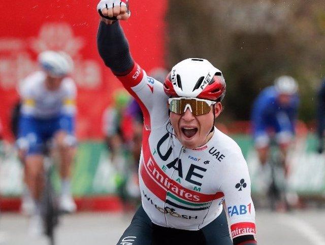 El ciclista belga Jasper Philipsen (UAE-Team Emirates), ganador de la etapa 15 de La Vuelta 2020, disputada entre Mos y Puebla de Sanabria sobre 230,8 kilómetros