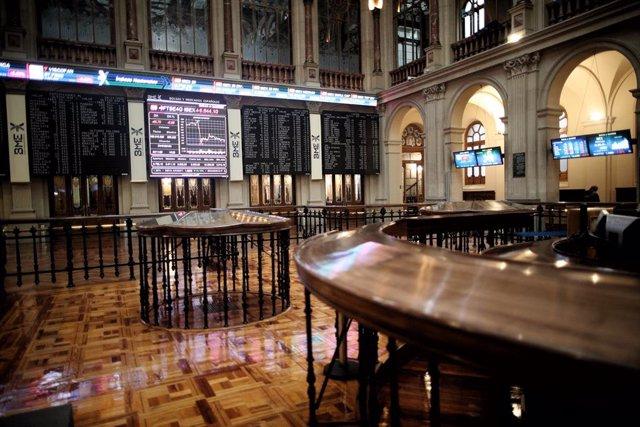 La Bolsa de Madrid, un día después de la celebración de elecciones en Estados Unidos, en Madrid (España), a 4 de noviembre de 2020. El Ibex 35 cedía un 0,79% en la media sesión de este miércoles, en la que se situaba justo por debajo de la cota de los 6.7