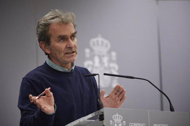 El director del Centro de Coordinación de Alertas y Emergencias Sanitarias (CCAES), Fernando Simón, ofrece una rueda de prensa para informar sobre la evolución de la pandemia de coronavirus, en el Ministerio de Sanidad, Madrid (España), a 5 de noviembre d