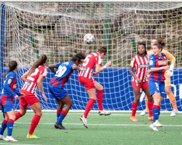 Van Dongen cabecea a la red el gol de la victoria del Atlético ante el Eibar en la Primera Iberdrola 2020-2021