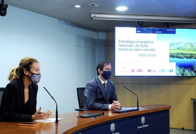 La ministra de Medi Ambient, Agricultura i Sostenibilitat, Sílvia Calvó, i el director de l'Oficina d'Energia i de Canvi Climàtic, Carles Miquel.