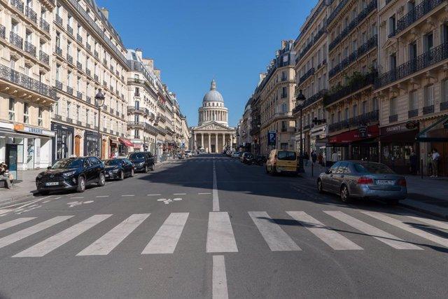 Una calle de París vacia durante la pandemia.