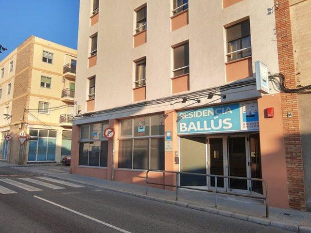 Pla general de la façana de la residència Ballús de Valls. Imatge del 5 de novembre del 2020. (Horitzontal)