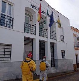 Tareas de desinfección en El Granado (Huelva).