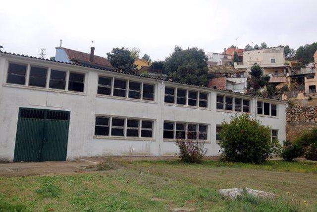 L'edifici que acollia l'antic galliner del monestir, i que ara s'enderrocarà per aixecar-hi la residència, aquest 6 de novembre del 2020 (Horitzontal)