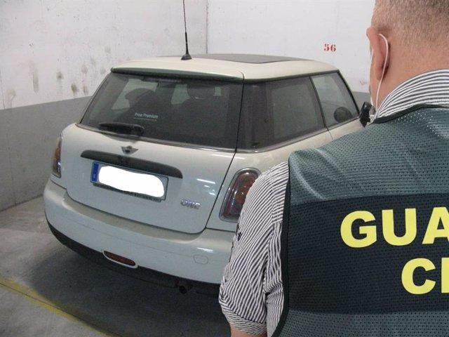 Imagen de uno de los coches sustraidos y recuperados por el Instituto Armado.