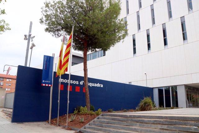 Pla obert de l'exterior de la comissaria dels Mossos d'Esquadra a Campclar, a Tarragona. Imatge del 6 de novembre del 2020. (Horitzontal)