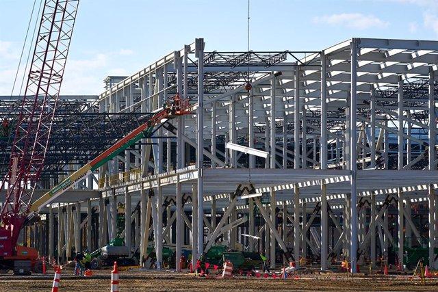 Construcción de la fábrica de baterías de General Motors.