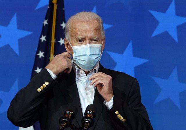 Joe Biden con mascarilla en una comparecencia en Wilmington