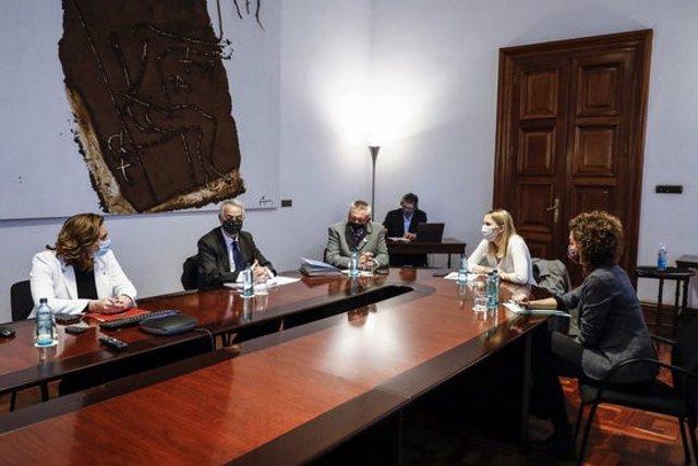 L'alcaldessa de Barcelona, Ada Colau, encapçala la recepció institucional anual a les víctimes, pocs dies abans que s'iniciï a l'Audiència Nacional el judici oral el pròxim dimarts 10 de novembre, el 6 de novembre del 2020. (Horitzontal)