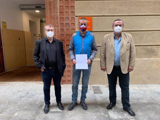 Pla mitjà d'Òscar Aparicio, Xavier Font i Xavier Dilmé, portaveus dels tres grups a l'oposició a la Bisbal aquest divendres 6 de novembre de 2020. (Horitzontal)