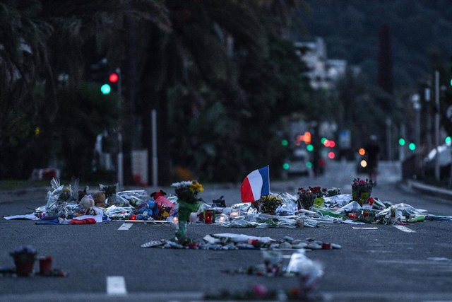 Homenaje a las víctimas del atentado de Niza