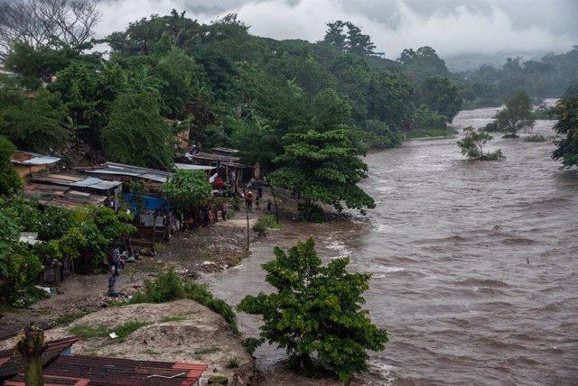 Inundaciones provocadas por 'Eta' a su paso por San Pedro Sula, Honduras.