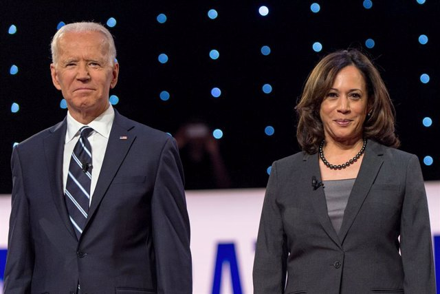 FILED - 31 July 2019, US, Detroit: US Democratic presidential candidate and former Vice President Joe Biden (L) and California Senator Kamala Harris attend  a Democratic debate. Biden, the presumptive Democratic presidential nominee, has selected Californ