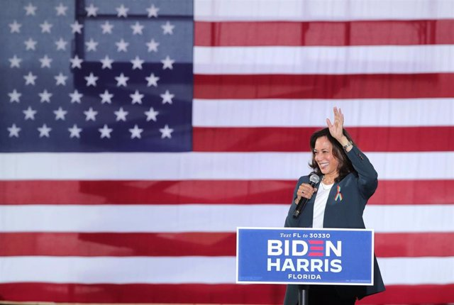 19 October 2020, US, Orlando: Democratic Vice-Presidential nominee, Senator Kamala Harris takes the stage during an event for the first day of the early voting for the US Presidential Election. Photo: Joe Burbank/TNS via ZUMA Wire/dpa