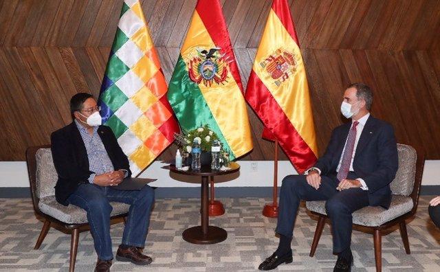 El presidente electo de Bolivia, Luis Arce, y El Rey de España, Felipe VI.