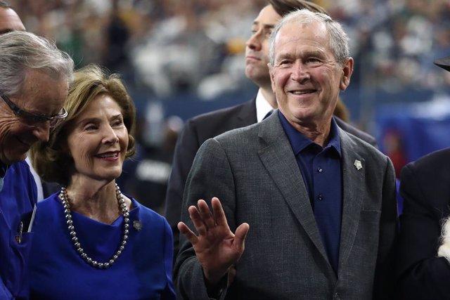 El expresidente George W. Bush y su mujer Laura