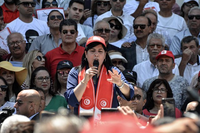 04 July 2020, Tunisia, Tunis: Tunisian leader of the Free Destourian Party (PDL) Abir Moussi, takes part in a sit-in in front of the Municipal Theatre demanding the departure of Speaker of the Tunisian Assembly of the Representatives of the People and Pre