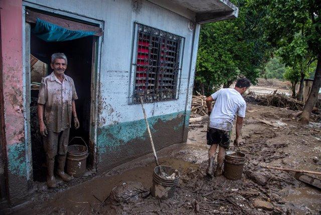 Cientos de miles de personas han sido desplazadas en Honduras por culpa de las violentas lluvias provocadas por el ciclón 'Eta'.