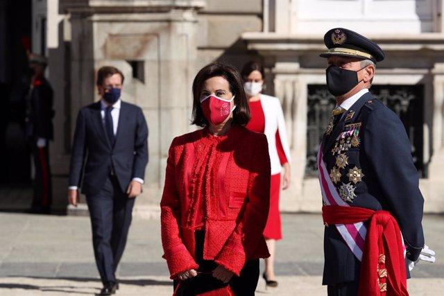 La ministra de Defensa, Margarita Robles, durante el acto militar que se celebra en la plaza de la Armería del Palacio Real con motivo del Día de la Fiesta Nacional o Día de la Hispanidad, en Madrid (España), a 12 de octubre de 2020. La celebración este a