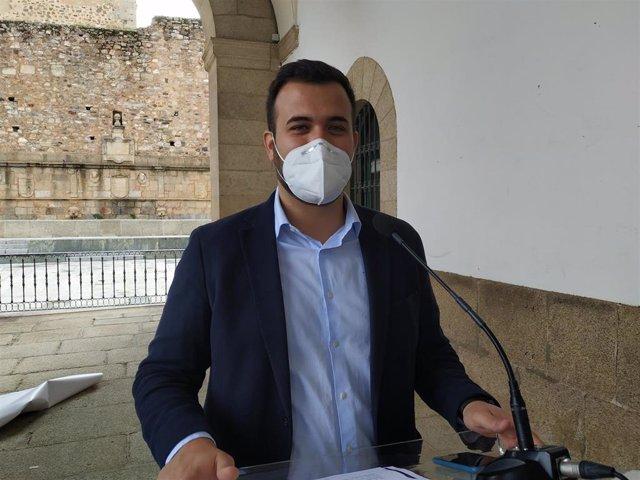 """Salaya advierte de la """"dificultad legal"""" de suprimir las tasas de terrazas como piden los hosteleros de Cáceres"""