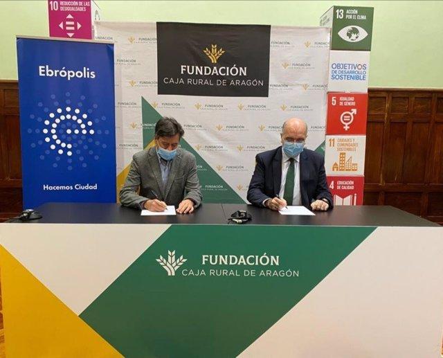 Miguel Zarzuela y José Antonio Artigas en la firma del convenio de colaboración.