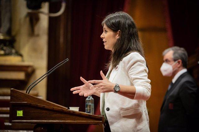 La secretària general adjunta i portaveu d'ERC, Marta Vilalta, en el ple del Parlament sobre la gestió del coronavirus.