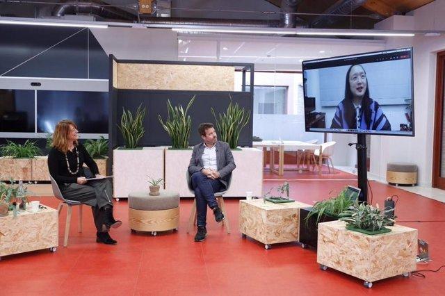 La tercera teniente de alcalde, Laia Bonet, la ministra digital de Taiwan, Audrey Tang, y el comisionado Michael Donaldson han inaugurado este lunes a través de una conversación telemática la tercera edición de la Smart City Week
