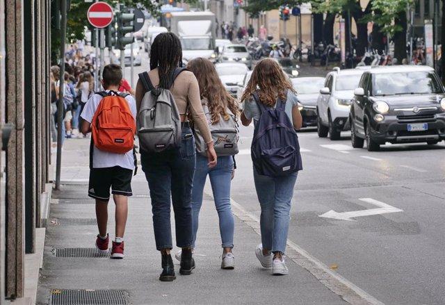 Estudiantes vuelven a clase en Bérgamo, Italia