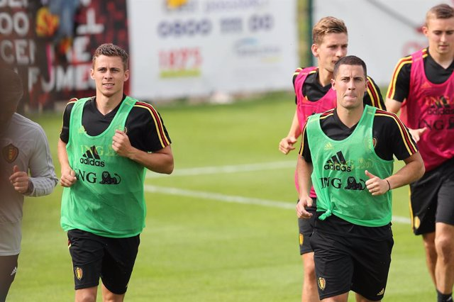 04 June 2019, Belgium, Tubize: Belgium's Thorgan Hazard (L) and Eden Hazard practice during a training session of Belgian national soccer team ahead of Saturday's UEFA Euro qualifying Group I soccer match against Kazakhstan. Photo: Bruno Fahy/BELGA/dpa