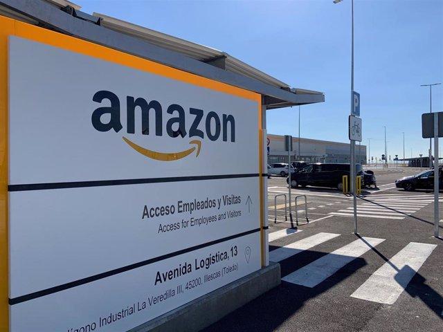Sede Amazon en Illescas, cartel.