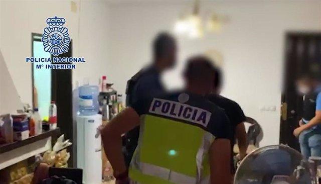 Fotograma de la intervención de la Policía Nacional en una operación contra el tráfico de drogas