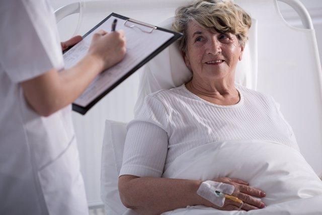 Mujer, paciente, enferma, hospital, cama, cáncer
