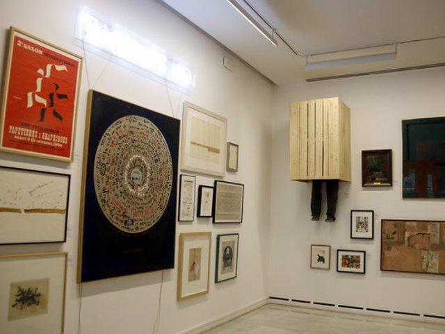 Pla obert d'algunes de les peces que formen part de l'exposició Inventari General del Museu d'Art Jaume Morera de Lleida, el 5 de novembre de 2020. (Horitzontal)