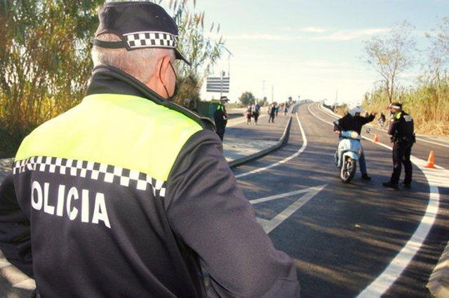 Un altre control policial en un dels accessos a Blanes, en una imatge cedida aquest 9 de novembre del 2020. (Horitzontal)