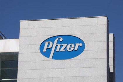 Bruselas espera dar mañana luz verde al acuerdo con Pfizer y Biontech para la compra de su vacuna